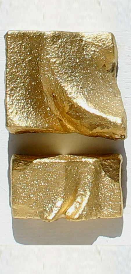פיסול בשילוב זהב