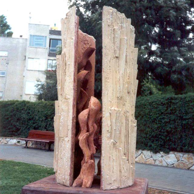 """פסל הנצחה לזיכרו של החייל אורן זריף ז""""ל"""