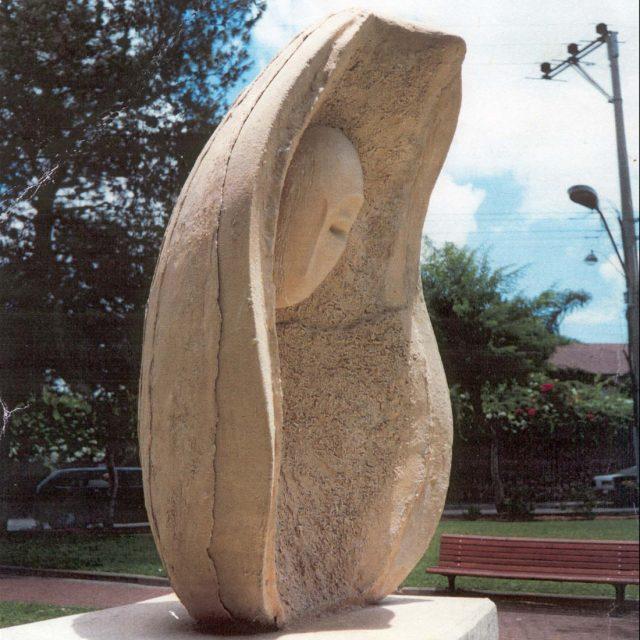 """פסל הנצחה לזכרו של יניב חיזקיה ז""""ל"""