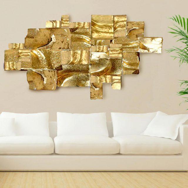 פסל קיר מבטון – קומפוזיציה בצבע זהב